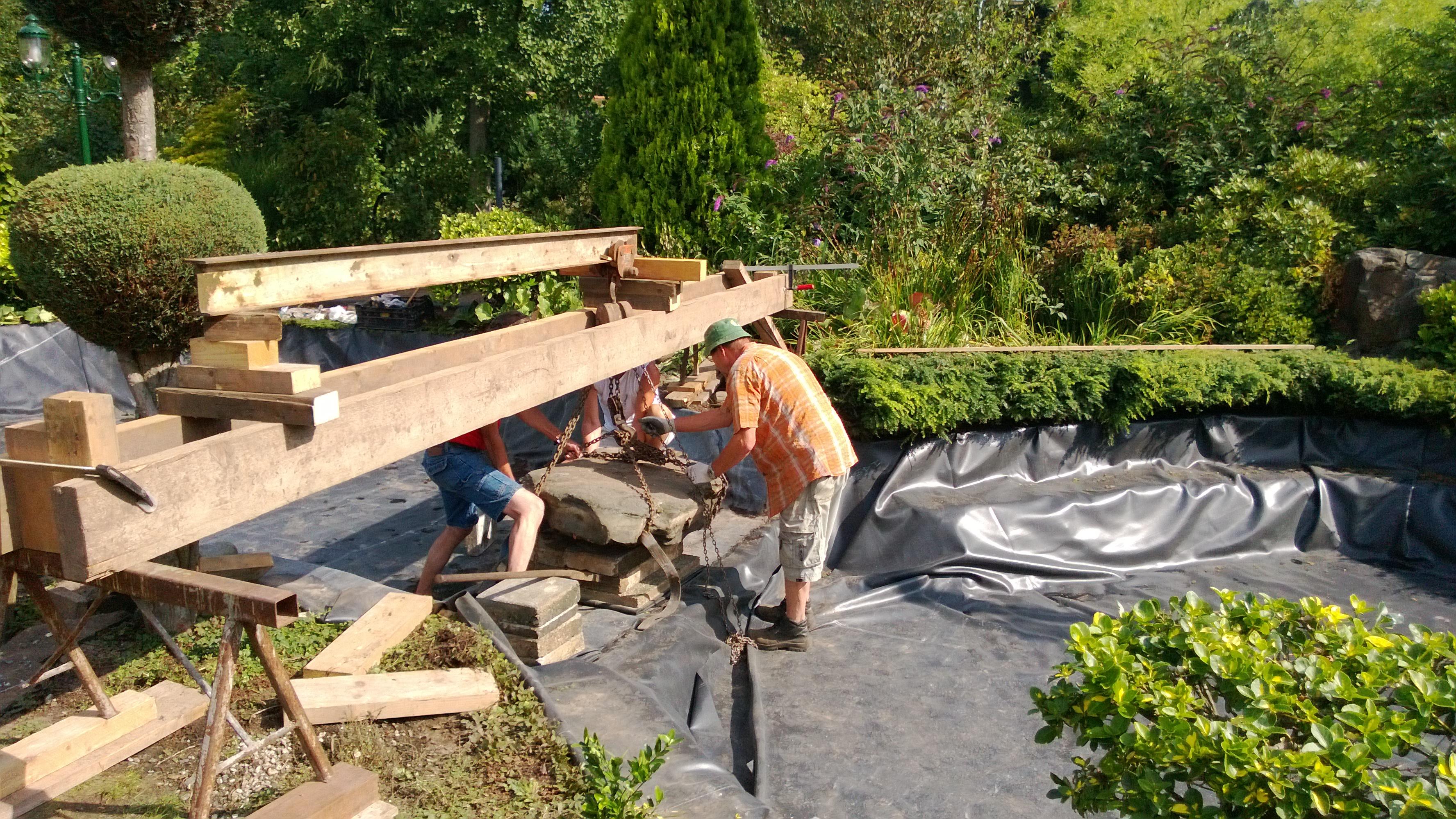 Aanleg natuurvijver met koi van de pas vijverbouw for Tuin en vijver